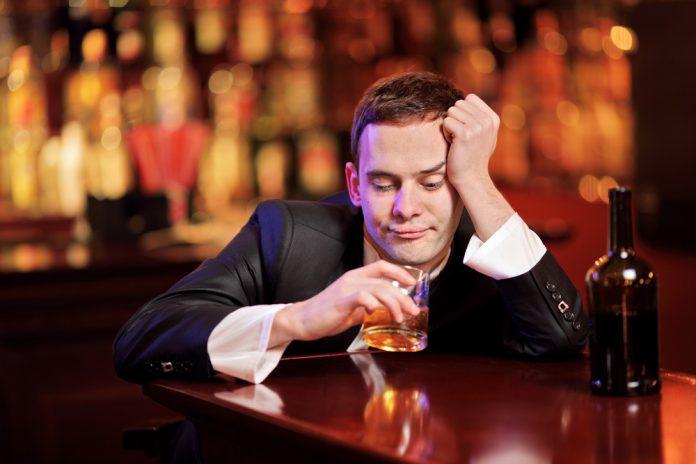 Je drinkt in je eentje